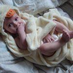 Ręczniki dla niemowląt – jaki materiał będzie odpowiedni? Ręczniki odpowiednio dostosowane do potrzeb malucha (np.. ręczniki z kapturem).